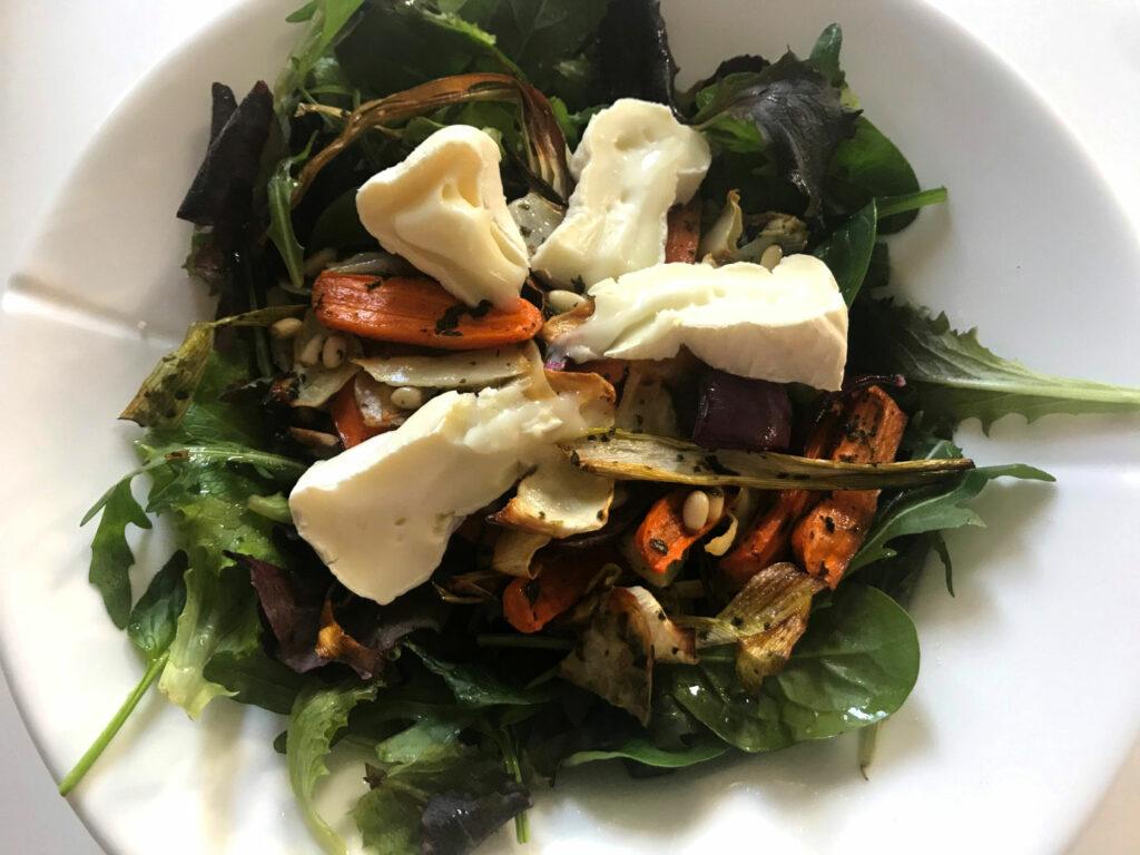 Varm sallad med rotfrukter och ost